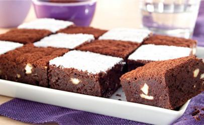 Brownie me çokolate te bardhe dhe te zeze