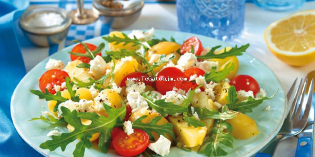 Salate me patet dhe djathe feta