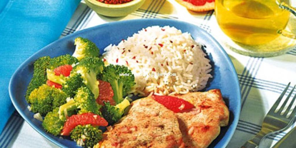 Gjel deti me brokoli dhe speca