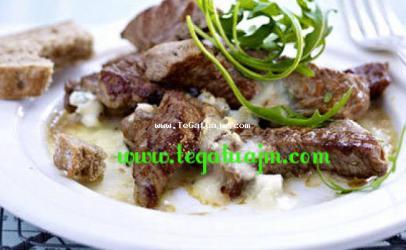 Filet nga mishe lope me gorgonzola dhe sallat rucola