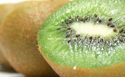 Kivi, të mirat pastruese, kozmetike dhe terapeutike
