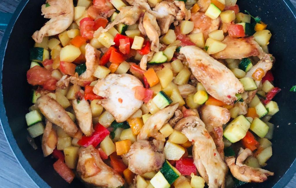 Salate verore me mishë pule dhe perime