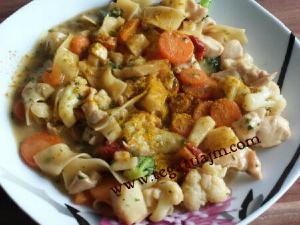 Mishë pule me makarona dhe perime nga tegatuajm.