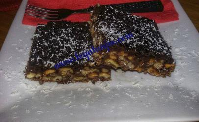 Kube mekeksa (biskota)dhe  Hurma