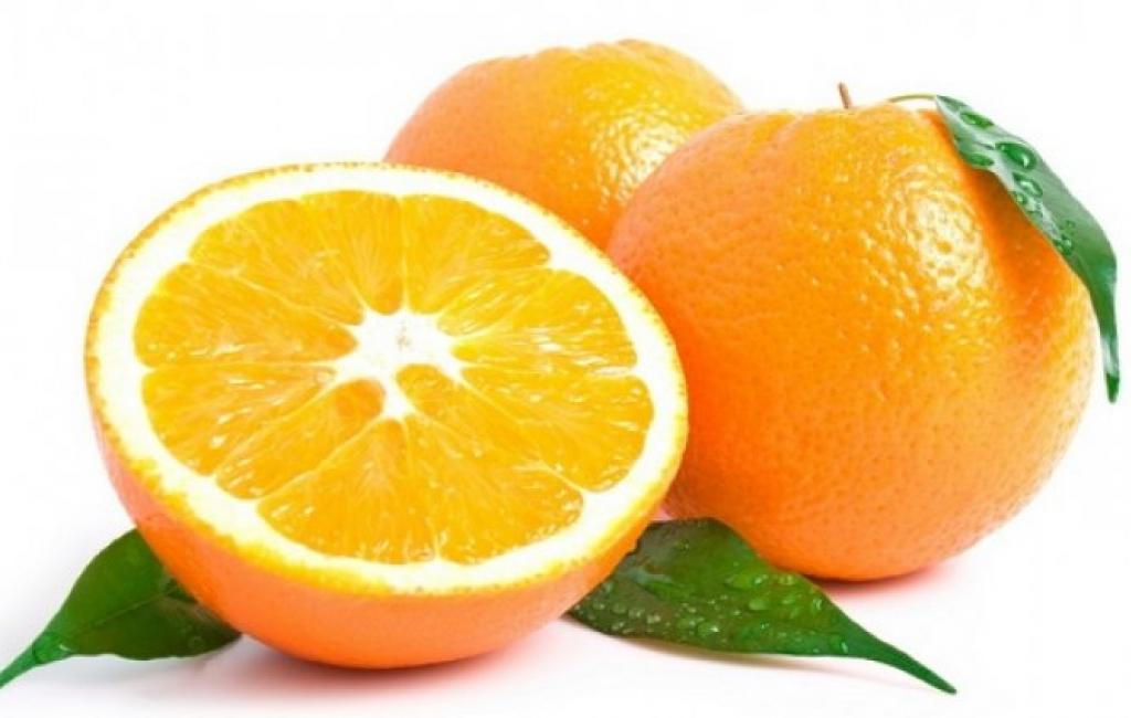 Një maskë me portokall dhe mjaltë për fytyrë