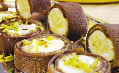 Role me banane te mbështjellë me krepa me kakao