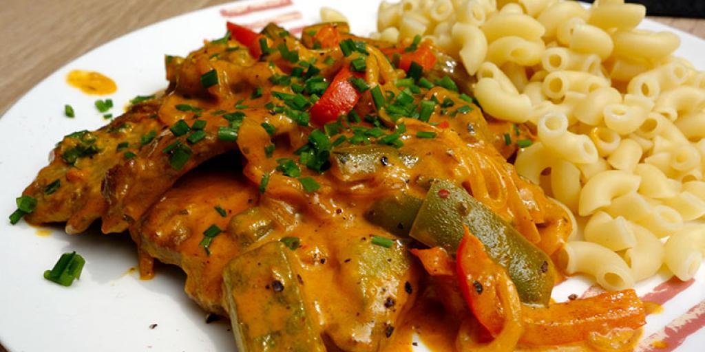 Schnitzel me speca dhe makarona