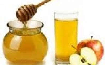 Perzieni uthullën e mollës me mjalte dhe pini atë çdo mëngjes