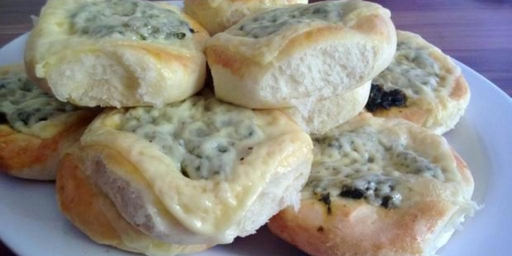 Kulaqë te mbushura me spinaq dhe djathë kaqkavallë