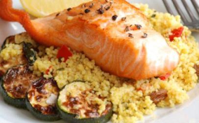 Salmon me couscous dhe perime