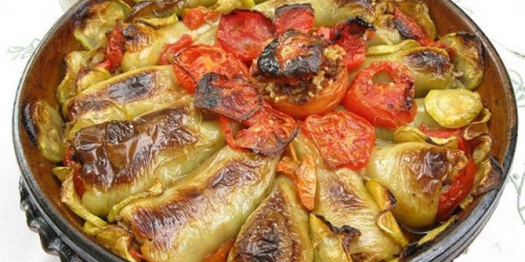 Speca dhe domate të mbushura