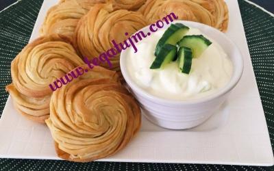 Byrekë me  djathë me forme trëndafili  me (foto)