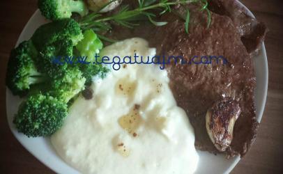Schnitzel me patate pure  dhe brokoli nga tegatuajm.com