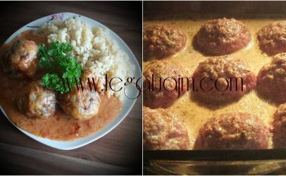 Toptha me mishe te bluar te servuara ne pjate me pilaf dhe salce nga tegatuajm