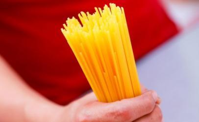 Ja si mund të masni se sa shpageta nevojiten për një porcion (Video)