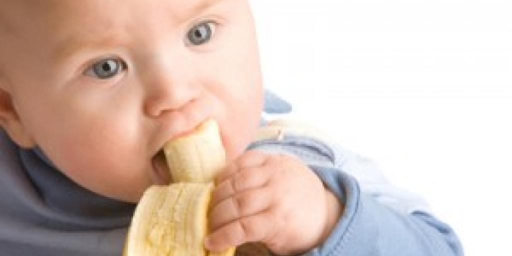 Nëna, kujdes, ja çfarë thotë studimi: sa duhet të hajë fëmija