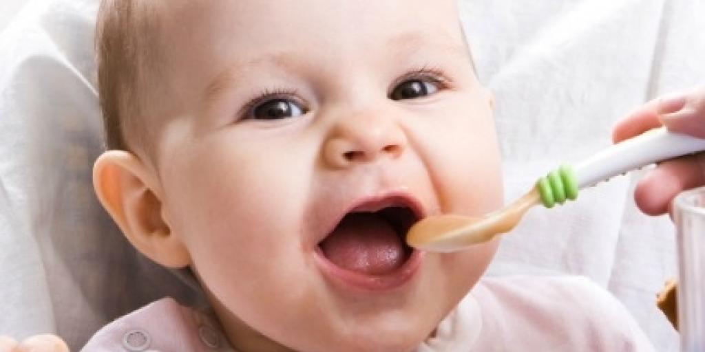 Ushqimet e para për foshnjën tuaj