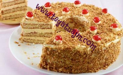Torte me petë te gatëshme dhe bruznica
