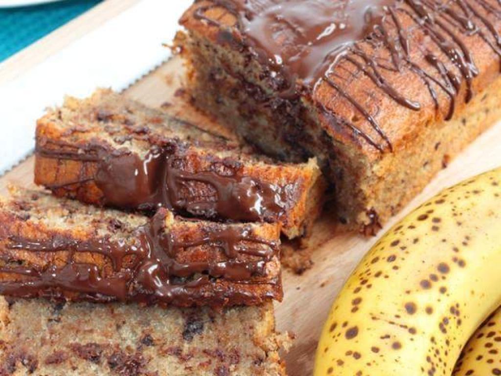 Kek me banane te karamelizuar