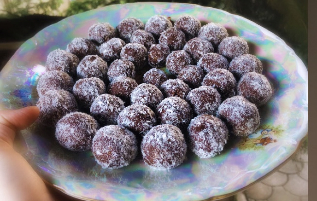 Toptha (bombica) me arra dhe biskota