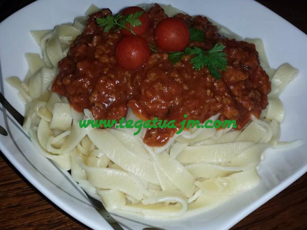 Shpageta(pasta) me salcë bolonjeze nga tegatuajm
