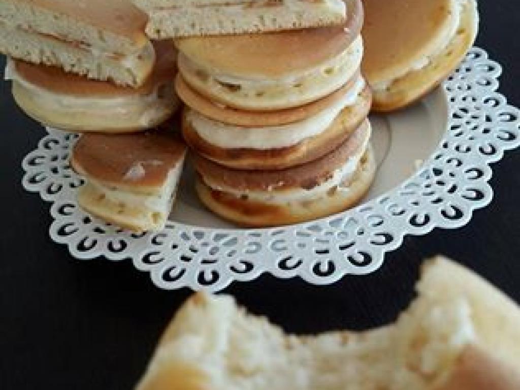 Kolaq te mbushur me krem vanilje