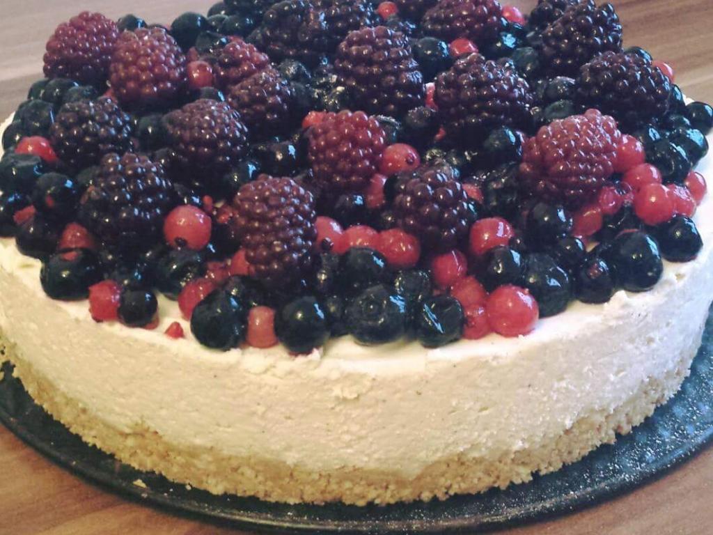 Torte me fruta  mali nga  tegatuajm