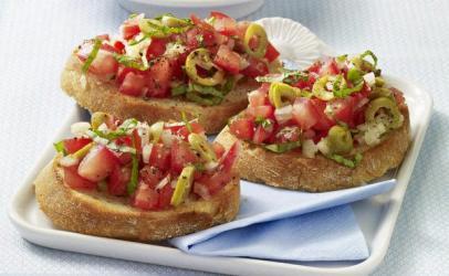 Bruschetta me domate dhe ullinje