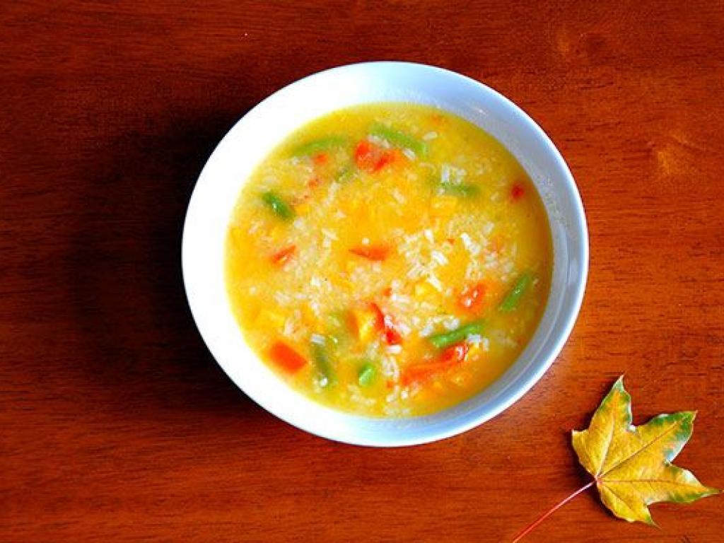 Supë me perime dhe oriz