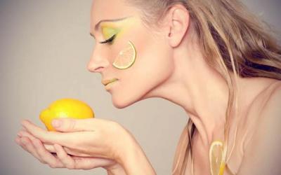 Maskë me limon për  fytyrën e yndyrshme