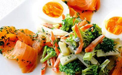 Sallat ruse me salmon dhe veze