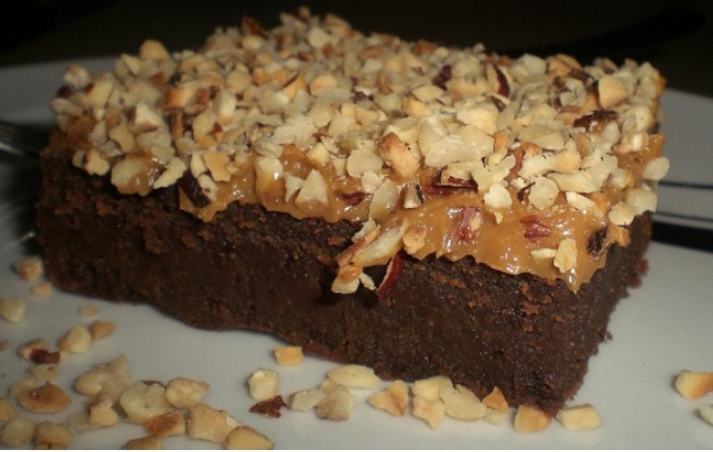 Brownie me kremë karamel