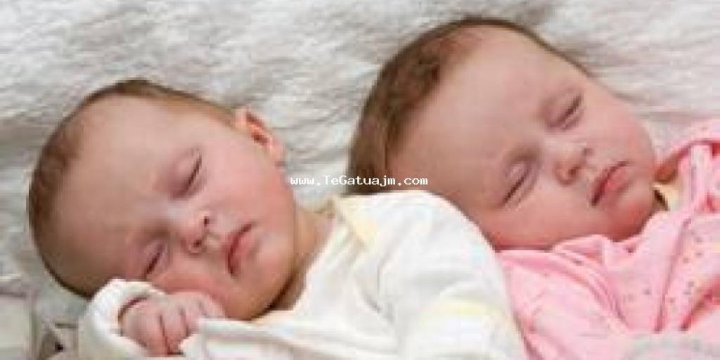 Gjumi i natës i foshnjave dhe gabimet që prindërit bëjnë
