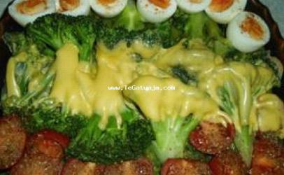 Brokoli ne tave me domate dhe veze