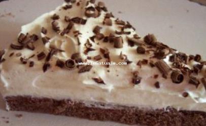 Torte me çokolate te bardhe dhe ajke