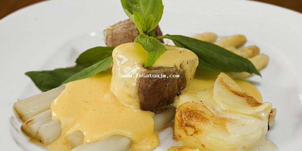 Spargel me salce hollandaise dhe medallions nga mishe lope me patate gratin