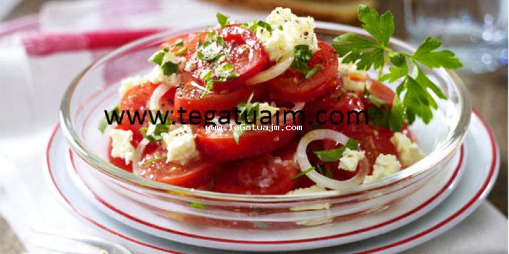 Salat domatesh me djathe
